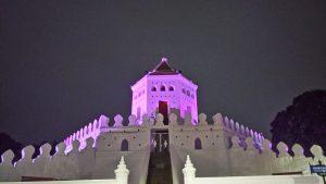 Het fort bij nacht.